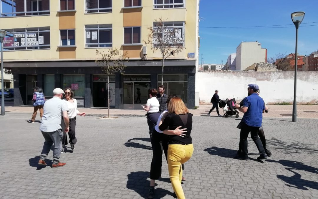 bailando en la calle